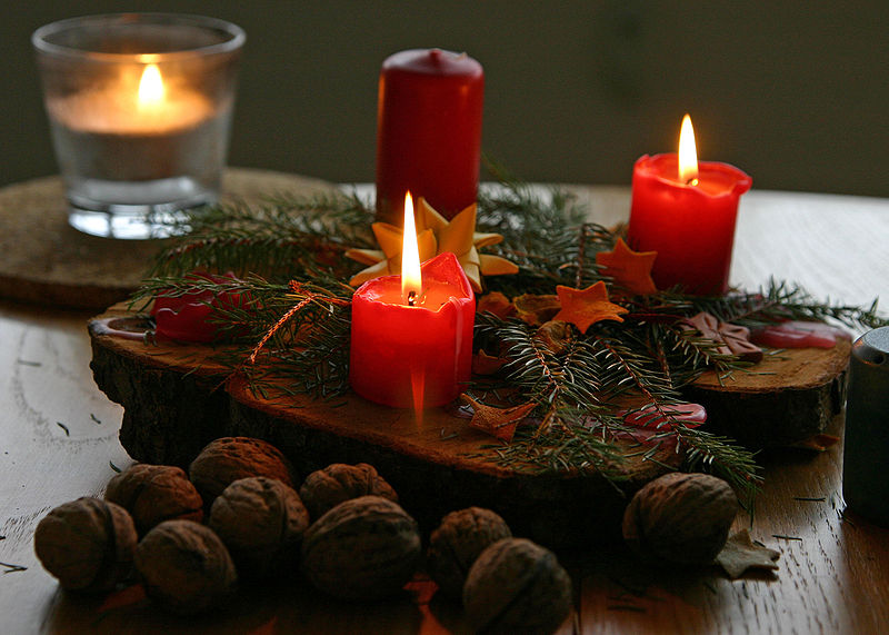 800px-Christmas_candles