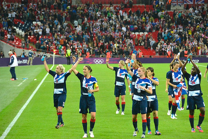 800px-Team_GB_celebrating,_women's_football